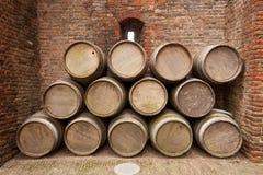 τα τρισδιάστατα βαρέλια ανασκόπησης διαμορφώνουν το άσπρο κρασί Στοκ εικόνες με δικαίωμα ελεύθερης χρήσης