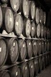 τα τρισδιάστατα βαρέλια ανασκόπησης διαμορφώνουν το άσπρο κρασί Στοκ Εικόνα