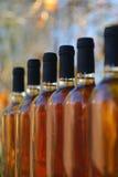 τα τρισδιάστατα μπουκάλια διαμορφώνουν το άσπρο κρασί στοκ φωτογραφίες