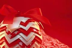 τα τρισδιάστατα Χριστούγεννα μπιχλιμπιδιών ανασκόπησης σύνθεσαν φωτογραφικό πραγματικό δίνουν Στοκ Φωτογραφίες