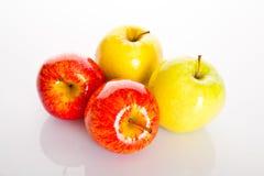 τα τρόφιμα ανασκόπησης μήλων απομόνωσαν το λευκό χρήσης υλικών Στοκ Φωτογραφίες