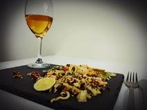 Τα τρόφιμα γευμάτων μεσημεριανού γεύματος πίνουν το glasswine κρασιού Στοκ φωτογραφίες με δικαίωμα ελεύθερης χρήσης