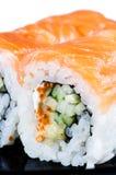 τα τρόφιμα ιαπωνικά κατέστησαν το σολομό ρόλων παραδοσιακό Στοκ Εικόνα