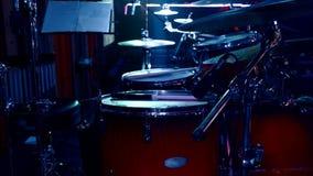 Τα τύμπανα είναι στη σκηνή σε μια λέσχη απόθεμα βίντεο