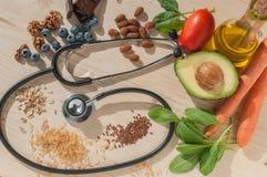 Τα υγιή τρόφιμα για αποτρέπουν τις καρδιαγγειακές παθήσεις στοκ εικόνες