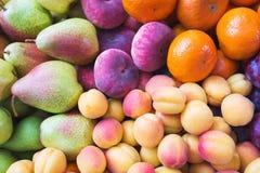 Τα υγιή, όμορφα και νόστιμα τρόφιμα είναι φρούτα Βιταμίνες και φωτεινά θερινά χρώματα στοκ εικόνα