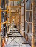 Τα υλικά σκαλωσιάς περιβάλλουν το ιστορικό κτήριο σε στο κέντρο της πόλης Napa στοκ φωτογραφίες