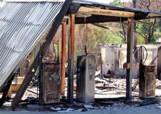 Τα υπολείμματα καυσίμων και ενός πρατηρίου καυσίμων των πυρκαγιών θάμνων σε Βικτώρια, Αυστραλία το 2009 Στοκ εικόνα με δικαίωμα ελεύθερης χρήσης