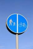 Μονοπάτι που αφήνεται, σωστό σημάδι κύκλος-παρόδων. Στοκ εικόνα με δικαίωμα ελεύθερης χρήσης