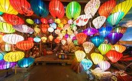 Τα φανάρια στην παλαιά πόλη ψωνίζουν σε Hoi, Βιετνάμ Στοκ Φωτογραφίες