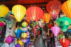 Τα φανάρια στην παλαιά πόλη ψωνίζουν σε Hoi, Βιετνάμ Στοκ εικόνα με δικαίωμα ελεύθερης χρήσης