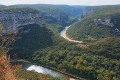Τα φαράγγια de Ardeche αποτελούνται από μια σειρά φαραγγιών στον ποταμό Ardeche, Γαλλία Στοκ Φωτογραφία