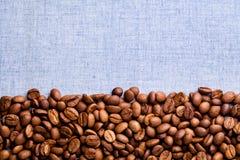 τα φασόλια ανασκόπησης κλείνουν το coffe επάνω Στοκ Εικόνες