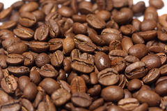 τα φασόλια κλείνουν τον καφέ επάνω Στοκ φωτογραφία με δικαίωμα ελεύθερης χρήσης