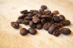 τα φασόλια κλείνουν τον καφέ επάνω Στοκ Εικόνα