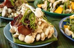 Τα φρέσκα μανιτάρια και τα λαχανικά στην αγορά χρονοτριβούν για την πώληση στην τοπική αγορά Chiang Mai, Ταϊλάνδη, Στοκ εικόνες με δικαίωμα ελεύθερης χρήσης
