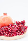 Τα φρούτα ροδιών είναι πλούσια σε βιταμίνες Φάτε φρούτα ή έναν χυμό Στοκ φωτογραφίες με δικαίωμα ελεύθερης χρήσης