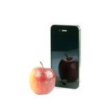Τα φρούτα της Apple και το έξυπνο τηλέφωνο απομόνωσαν το λευκό Στοκ εικόνες με δικαίωμα ελεύθερης χρήσης