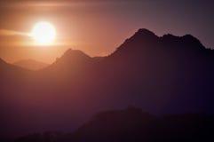 τα φωτεινά βουνά έντονου φ&o Στοκ Φωτογραφίες