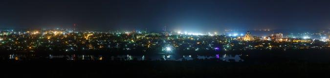 Τα φωτεινά φω'τα των οδών πόλεων Στοκ Εικόνες