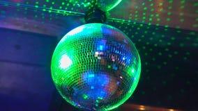 Τα φω'τα παρουσιάζουν Το Lazer παρουσιάζει Οι άνθρωποι κομμάτων του DJ λεσχών νύχτας απολαμβάνουν της μουσικής τον ήχο χορού με τ φιλμ μικρού μήκους