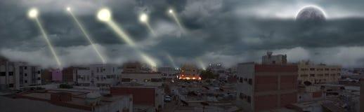 Τα φω'τα λάμπουν από τον ουρανό Στοκ εικόνες με δικαίωμα ελεύθερης χρήσης