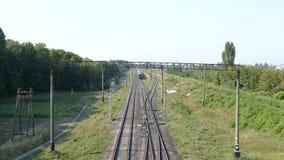 Τα φύλλα τραίνων στον τρόπο στο σιδηρόδρομο φιλμ μικρού μήκους