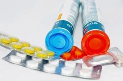 Τα χάπια και οι βιταμίνες ο γιατρός διέταξαν για την υγεία Στοκ εικόνα με δικαίωμα ελεύθερης χρήσης