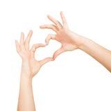 Τα χέρια γυναικών ` s παρουσιάζουν μορφή καρδιών στα άσπρα υπόβαθρα Στοκ Εικόνες