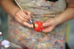Τα χέρια ενός καλλιτέχνη γυναικών Στοκ Φωτογραφίες