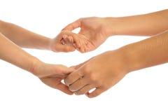 τα χέρια παιδιών κρατούν τη μ&e στοκ φωτογραφία με δικαίωμα ελεύθερης χρήσης