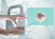 Τα χέρια που κρατούν την οθόνη και την ταυτότητα γυαλιού ελέγχουν App ασφάλειας τη διεπαφή Στοκ εικόνα με δικαίωμα ελεύθερης χρήσης