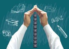 Τα χέρια που προστατεύουν την εκπαίδευση κάτω από τον άνθρωπο παραδίδουν τον πίνακα διανυσματική απεικόνιση