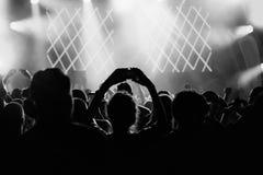 Τα χέρια του πλήθους κλείνουν επάνω την εικόνα στοκ φωτογραφία με δικαίωμα ελεύθερης χρήσης