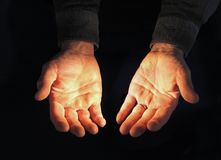 τα χέρια φώτισαν ανοικτό Στοκ Φωτογραφίες