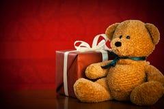 Τα χαριτωμένα Χριστούγεννα Teddy αντέχουν Στοκ Εικόνα
