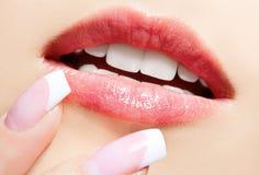 τα χείλια αποτελούν τη ζών& Στοκ φωτογραφία με δικαίωμα ελεύθερης χρήσης