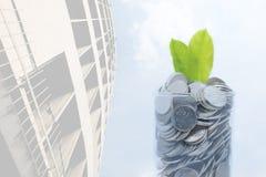 Τα χρήματα αποταμίευσης για τη μελλοντική συνήθεια επένδυσής σας είναι παρόμοια με GR Στοκ εικόνες με δικαίωμα ελεύθερης χρήσης