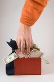 τα χρήματα κιβωτίων παίρνο&upsilon Στοκ φωτογραφίες με δικαίωμα ελεύθερης χρήσης
