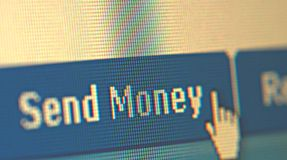 τα χρήματα κουμπιών στέλνο&up Στοκ Εικόνα