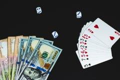 Τα χρήματα, χωρίζουν σε τετράγωνα και κάρτες σε ένα μαύρο υπόβαθρο E στοκ φωτογραφίες