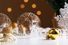 τα Χριστούγεννα αγγέλου απομόνωσαν το λευκό Ο άγγελος κρυστάλλου στο υπόβαθρο των Χριστουγέννων πηγαίνει Στοκ εικόνες με δικαίωμα ελεύθερης χρήσης