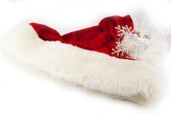 τα Χριστούγεννα ανασκόπησης σχεδίασαν εύκολα το απομονωμένο κεφάλι τεθειμένο πρόσωπα santa καπέλων στο λευκό Στοκ εικόνα με δικαίωμα ελεύθερης χρήσης