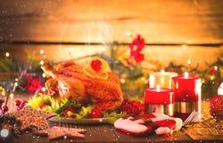 τα Χριστούγεννα διακοσμούν τις φρέσκες βασικές ιδέες γευμάτων Διακοσμημένος πίνακας διακοπών Στοκ Εικόνες