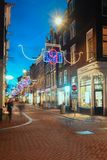 Τα Χριστούγεννα διακόσμησαν Hartenstraat στην παλαιά πόλη Amsterda στοκ εικόνες