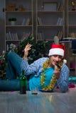 Τα Χριστούγεννα εορτασμού ατόμων στο σπίτι μόνο Στοκ φωτογραφία με δικαίωμα ελεύθερης χρήσης