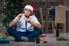 Τα Χριστούγεννα εορτασμού επιχειρηματιών στο σπίτι μόνο Στοκ Εικόνα
