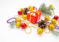 τα Χριστούγεννα διακοσμούν τις φρέσκες βασικές ιδέες διακοσμήσεων χρωματισμένο φως διακοπών γιρλαντών διακοσμήσεων ανασκόπησης βο Στοκ Εικόνες