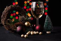 τα Χριστούγεννα διακοσμούν τις φρέσκες βασικές ιδέες διακοσμήσεων background blurred lights Στοκ φωτογραφία με δικαίωμα ελεύθερης χρήσης