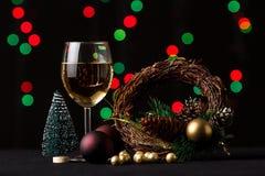 τα Χριστούγεννα διακοσμούν τις φρέσκες βασικές ιδέες διακοσμήσεων background blurred lights Στοκ Εικόνες